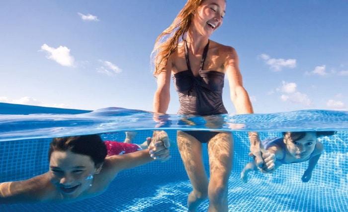 Bain enfants adulte dans piscine tubulaire hors-sol, baignade famille eau dans piscine rectangulaire INTEX bleu top6