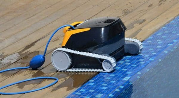 Robot piscine DOLPHIN Maytronics e20 bord
