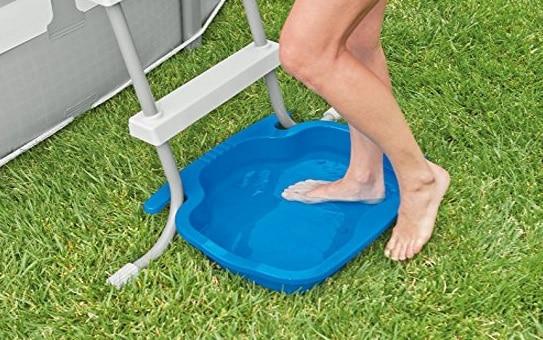 Bac Pédiluve bleu INTEX 06412 eau