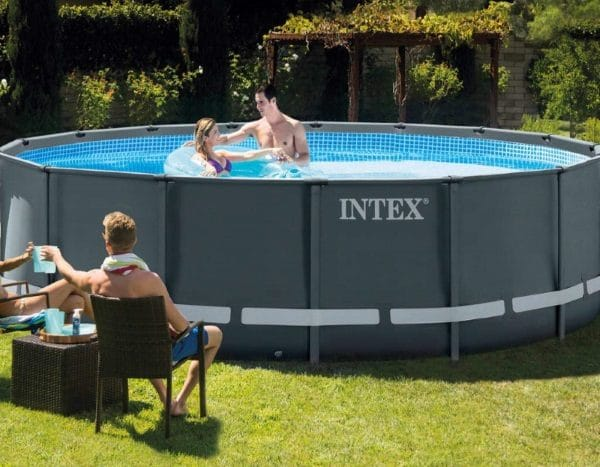 Piscine Ultra XTR ronde 4,88m x 1,22m 26326GN famille amis